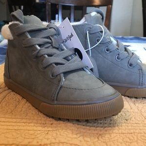 NWT Gray Hightop with faux fur lining